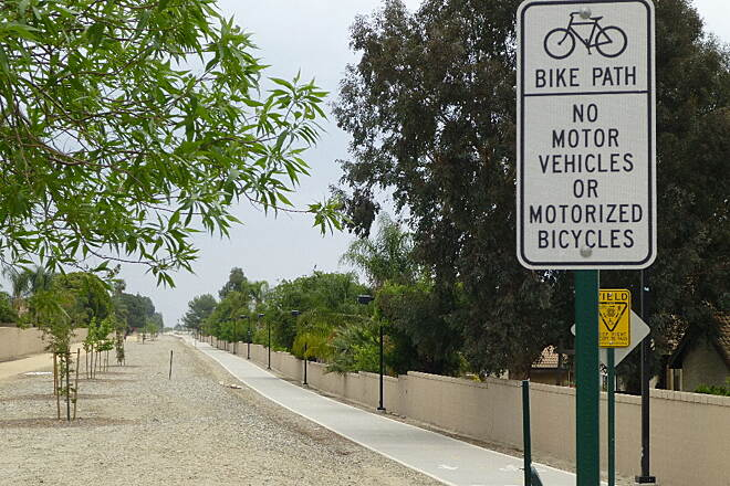 Pacific Electric Inland Empire Trail Trail at Haven Ave Trail looking east at Haven Avenue in Rancho Cucamonga
