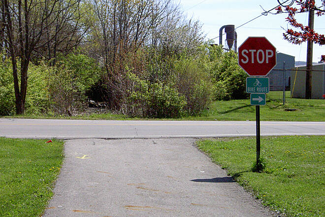Paint Creek Recreational Trail Washington CH April 2015 Eastbound right on Old Chillicothe Rd/140
