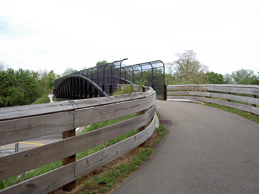 Paint Creek Recreational Trail Chillicothe May 2015 Eastbound bridge over N High St/104