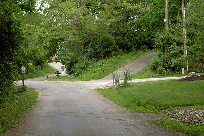 Paint Creek Recreational Trail Chillicothe May 2015 Eastbound trail continues on Larrick Ln and up bank to the right