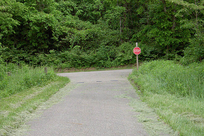 Paint Creek Recreational Trail Chillicothe May 2015 Eastbound trail continues left on Larrick Ln, no direction sign