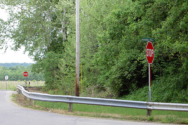 Paint Creek Recreational Trail West of Chillicothe May 2015 Eastbound Sulphur Lick Rd, right on Maple Grove Rd which continues with immediate right at stop sign, no direction signs