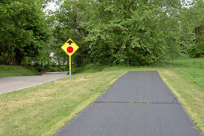 Paint Creek Recreational Trail West of Chillicothe May 2015 Eastbound along Sulphur Lick Rd paved trail ends and continues to left down hill on Sulphur Lick Rd, no direction sign