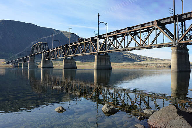 Palouse to Cascades State Park Trail The Beverly Bridge This historic trestle over the Columbia River is currently closed, but efforts are underway to move closer to its restoration. More information is available at https://www.friendsofjohnwaynepioneertrail.org/beverly-bridge.html.