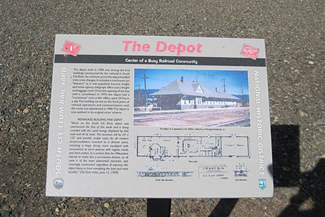 Palouse to Cascades State Park Trail JWPT - S. CLE ELUM DEPOT The Depot - info sign