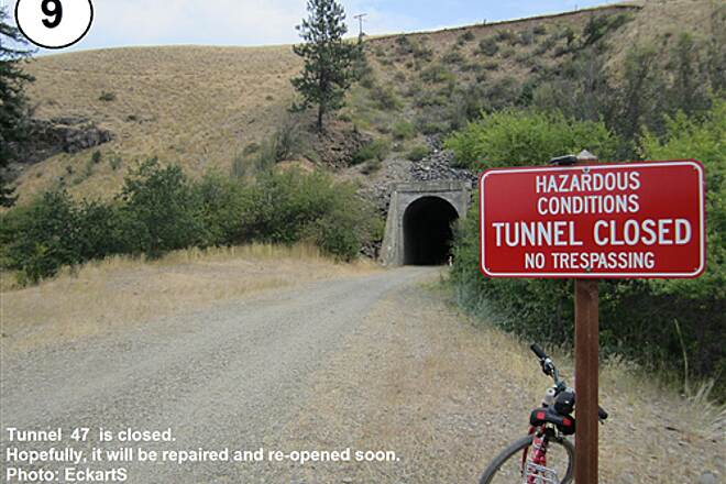 Palouse to Cascades State Park Trail South Cle Elum Depot to Tunnel 47 9-Tunnel 47 closure sign