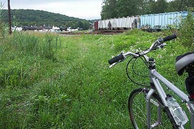 Paulinskill Valley Trail End of the Line This is the end of the Paulinskill Valley Trail at Sparta Jct.