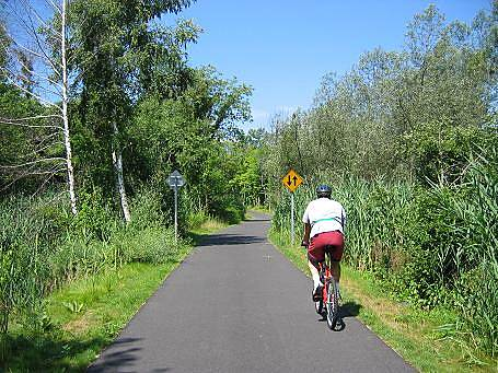 Putnam Trailway Putnam Trailway Trail surface and right-of-way between Route 6 in Mahopac and Drewville Road in Carmel.