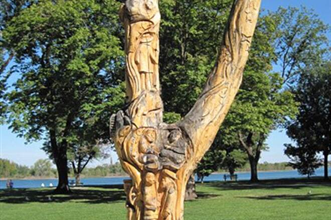 Richland Riverfront Trail RICHLAND RIVERFRONT TRAIL A dead tree, repurposed