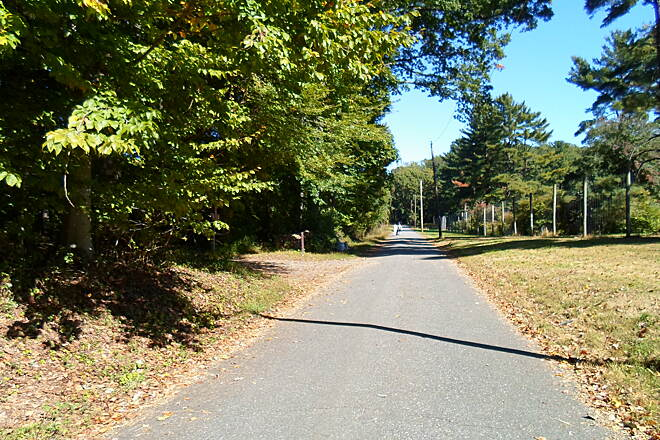 Ridley Creek State Park Trail Ridley Creek Park Trail The park's multi-use trail follows semi-abandoned roads for most of its circular route. Although no longer public thoroughfares, these roads are still used by maintenance vehicles and residents whose homes are located along them, so caution is advised.