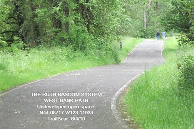 Ruth Bascom Riverbank Trail System THE RUTH BASCOM SYSTEM - WEST BANK PATH West Bank Path is mostly open space park land.