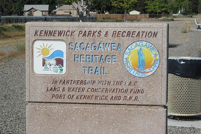 Sacagawea Heritage Trail SACAGAWEA HERITAGE TRAIL There is some signage - but not where you need it.