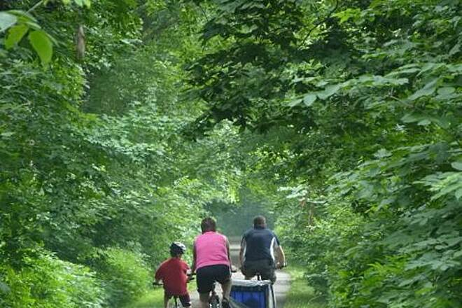 Sakatah Singing Hills State Trail A Biking Family on the Sakatah-Singing Hills Trail Families and individuals enjoy all four seasons on the Sakatah-Singing HIlls Trail. Photo taken in Waterville where trail users bike under a beautiful arching canopy of trees in a remnant of the original Big Woods. Photo by Jeff Jarvis.