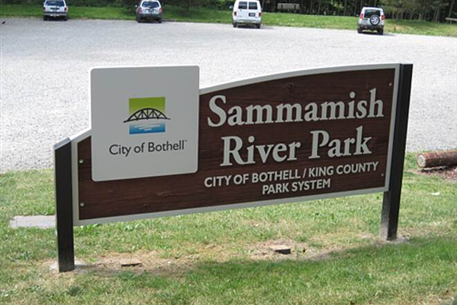 Sammamish River Trail SAMMAMISH RIVER TRAIL Sammamish River Park is a heavily used trailhead