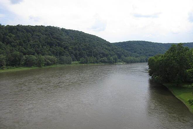 Sandy Creek Trail Allegheny River-South Allegheny River looking towards Pittsburgh-July 2015