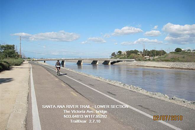 Santa Ana River Trail SANTA ANA RIVER TRAIL - LOWER SECTION Upriver toward the Victoria bridge