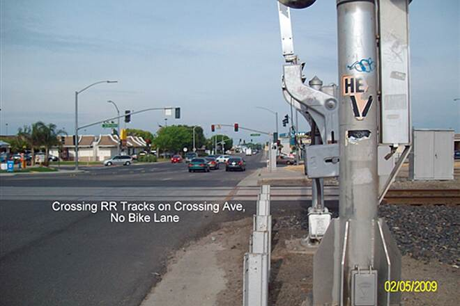 Santa Fe Trail (Tulare) Tulare Santa Fe  RR-X at Crossing Ave