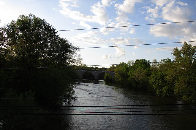 Schuylkill River Trail Schuylkill River Trail View of the Schuylkill River from the Route 29 bridge between Phoenixville and Mont Clare. Pedestrians should use a sidewalk on the north side of this bridge, while cyclists should use caution on the road.