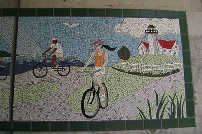 Shining Sea Bikeway tunnel mural