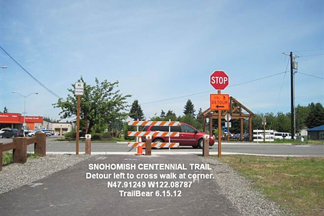 Snohomish County Centennial Trail SNOHOMISH CENTENNITAL TRAIL - SOUTH END Best cross at the light and live.