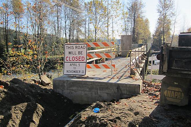 Snoqualmie Valley Trail Snoqualmie Valley Trail - Tolt River Crossing Construction at Tolt River Bridge North approach