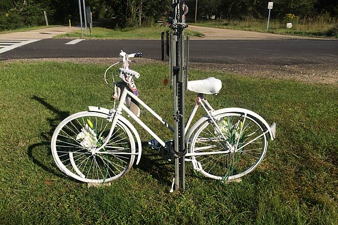 Tammany Trace Ghost bike along path