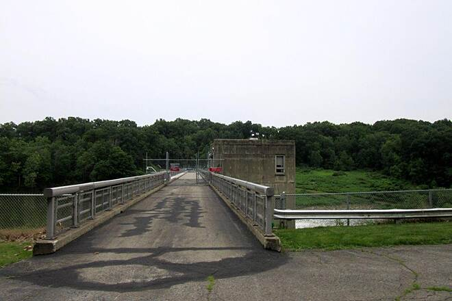 Trout Island Trail Shanango Dam Shenango Dam on the Shenango Lake, June 2015. If you would like the opportunity to run across the dam, there is a 5k on Wednesday, July 29 at 7:oo pm.  For more information, visit runners high timing website.