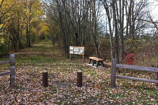 Vandalia Trail Amo Starting Point Parking for hikers and bikers