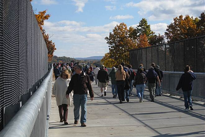 Walkway Over The Hudson Beautiful Fall day Walkway Visitors
