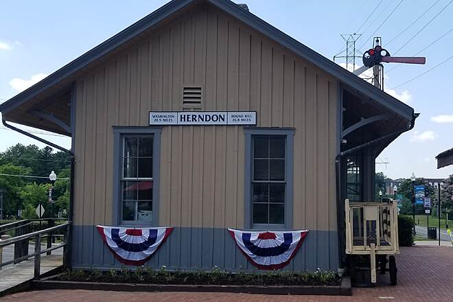 Washington and Old Dominion Railroad Regional Park (W&OD) Herndon Train Station Just before mile marker 20 there is the old Herndon train station.  There a water fountain, plenty of seating.  Plus across the street is a bakery and bike shop.