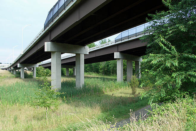 Washington and Old Dominion Railroad Regional Park (W&OD) Urban views… Riding under a highway.