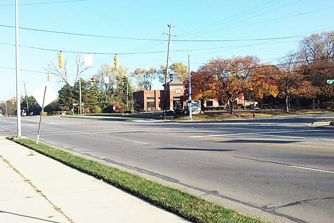Westerville B&W Northbound Nov 2016 Trail crosses busy 5-lane S State St at Cherrington Rd